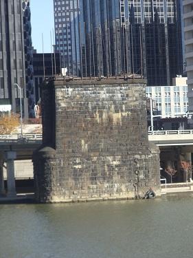 Pittsburgh - Monongahela River - Wabash Bridge pier