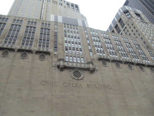 Chicago River - River boat tour - historic buildings - architecture