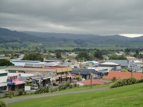 Out on the open road. Town of Waihi, New Zealand.