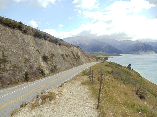 Out on the open road. Lake Hawea - New Zealand.