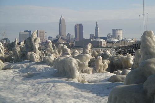 Cleveland, Ohio skyline - Edgewater Park in winter