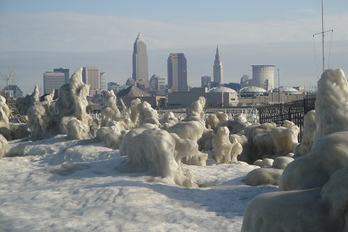 Cleveland, Ohio skyline - Edgewater Park in winter