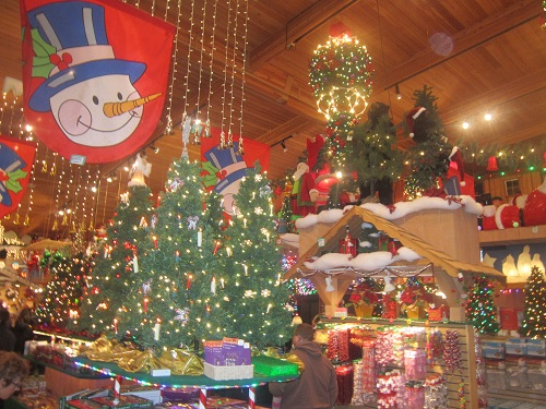 Michigan: The World's Largest Christmas Store. | The Adventures of ...