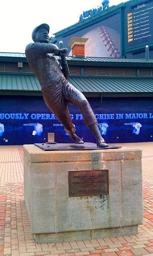 Atlanta Turner Field, Braves history, Hank Aaron statue