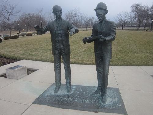 Daytona, Ohio, skyline, Deeds Park, Wright Brothers statue