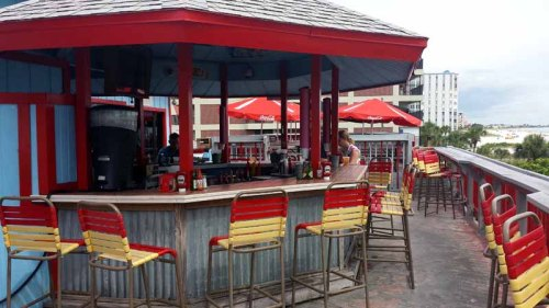 St. Pete Beach, Florida, Crabby Bills, beach bar