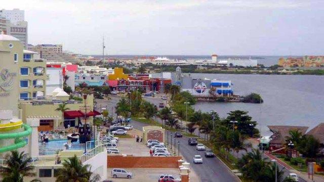 Frifotos - Backyard - Hotel Zone, Cancun, Mexico