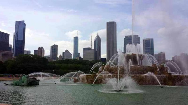 Chicago skyline from Grant Park, Buckingham Fountain