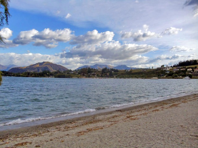 Beachfront in Wanaka - Favorite New Zealand Beach shots