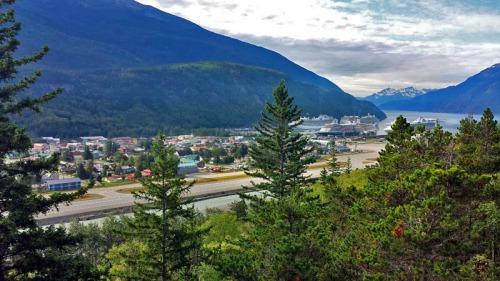 Skagway Alaska, scenic viewing area, Alaskan cruise excursion